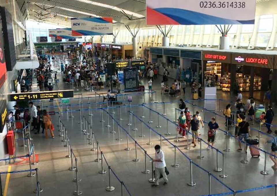 Da Nang airport at 7 pm on 27 Jul 2020
