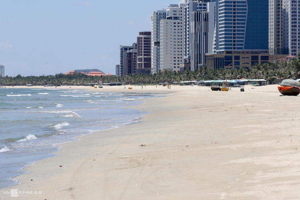 My Khe beach in Da Nang empty of people 28 Jul 2020